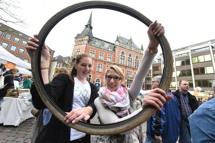 Hallo Fahrrad heißt es wieder auf dem Rathausmarkt. Am kommenden Sonntag öffnen dazu zahlreiche Geschäfte.