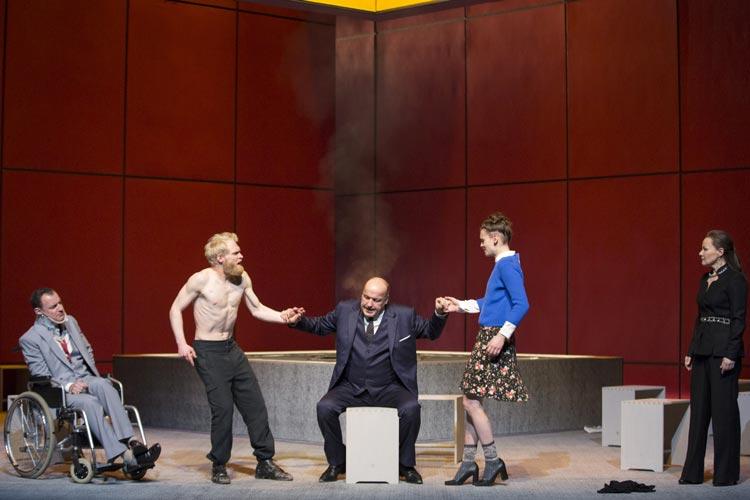 Nathan der Weise ist im Oldenburgischen Staatstheater als zeitgemäßes Gefühlsdrama um Glaube, Toleranz und Mitmenschlichkeit zu sehen.