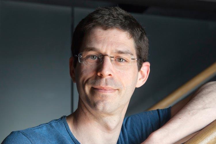 Antoine Jully, Ballettdirektor und Chefchoreograf der BallettCompagnie Oldenburg, verlängert seinen Vertrag am Oldenburgischen Staatstheater bis 2022.