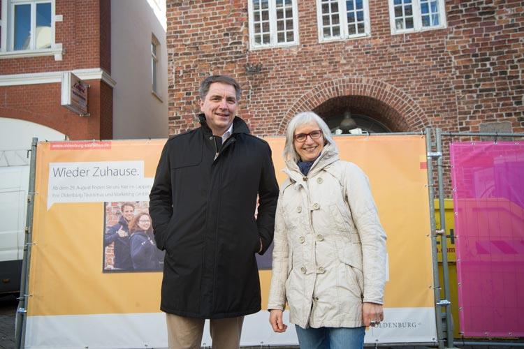 Oberbürgermeister Jürgen Krogmann und OTM-Geschäftsführerin Silke Fennemann freuen sich, dass die OTM und die Touristinfo in den Lappan ziehen.