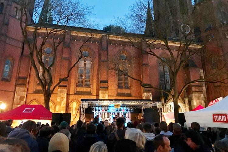 Vor der Maikundgebung findet die traditionelle Veranstaltung Rock gegen Rechts der DGB-Jugend in Oldenburg statt.