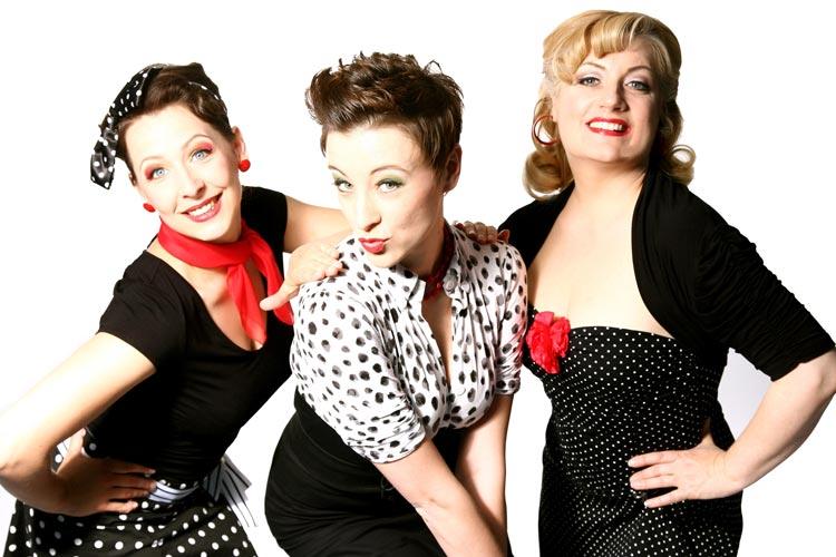 Nach der Premiere von Swing up Your Life vor vier Jahren sind die drei Damen von Sweet Sugar Swing quer durch die Republik getourt.