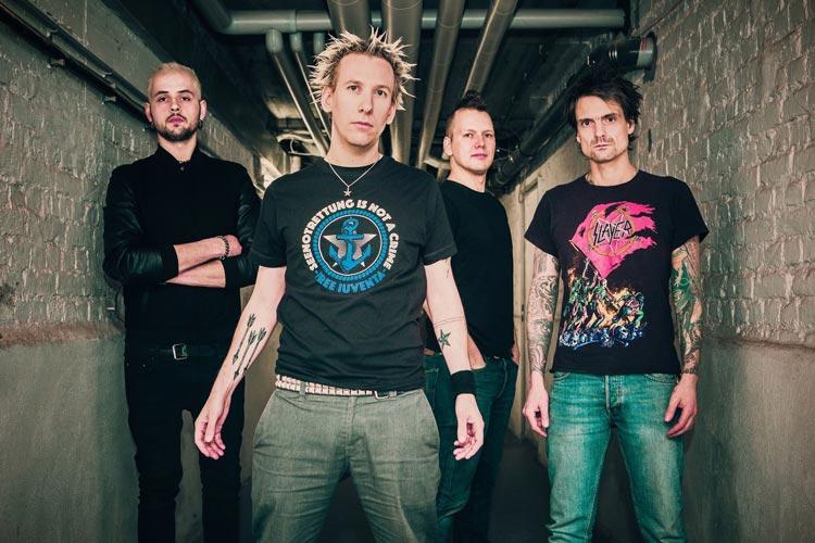 Die Punkband ZSK kommt als Headliner zum Apen Air Festival.