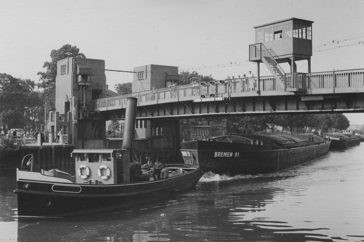 Die Cäcilienbrücke in Osternburg im Jahr 1954.