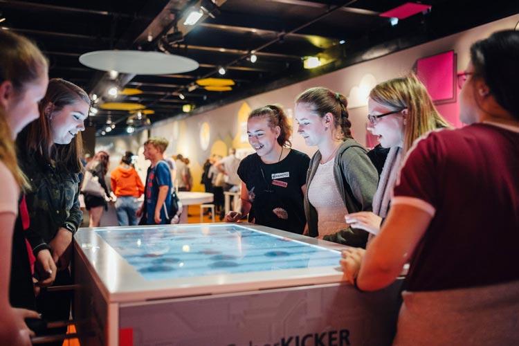 """Die MS Wissenschaft macht vom 28. Juni bis zum 1. Juli Station in Oldenburg. In der Ausstellung geht es um """"Arbeitswelten der Zukunft""""."""