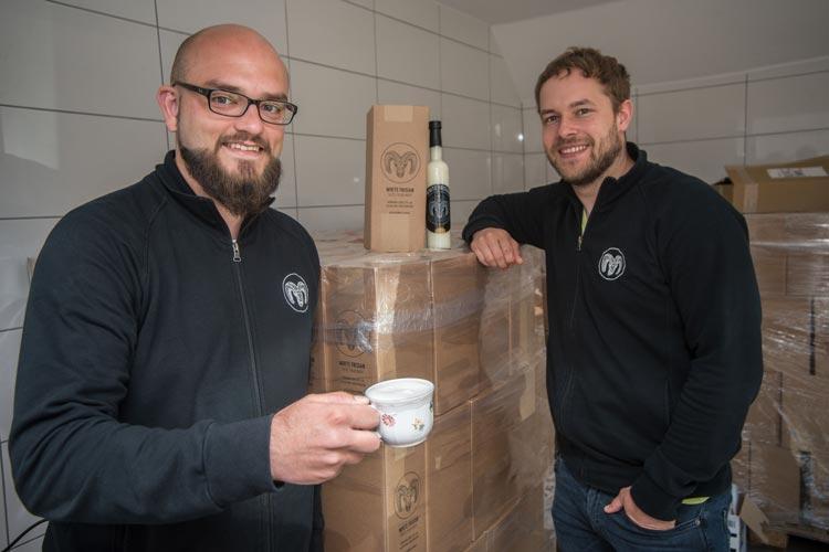 Florian Falk und Timo Schwindt haben ihre Bürojobs an den Nagel gehängt, um den White Frisian nach vorne zu bringen.