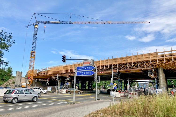 Der Arbeitsbereich unter der A 293 muss erneut komplett gesperrt werden. Auch Fußgänger und Radfahrer müssen einen Umweg in Kauf nehmen.