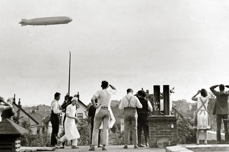 Das Luftschiff Graf Zeppelin sorgte am 17. September 1929 für Aufregung. Fotografiert wurde vom Dach der Bäckerei Gustav Behrens in der Hermannstraße 54 in Osternburg.