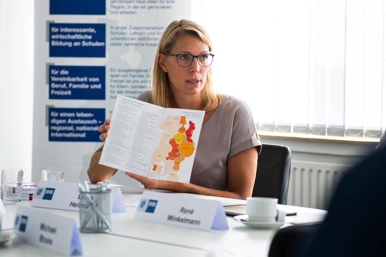 Linda Heitmann, Mitglied der Wirtschaftsjuniorin bei der IHK, stellte die Neuauflage des Durchstarters vor.