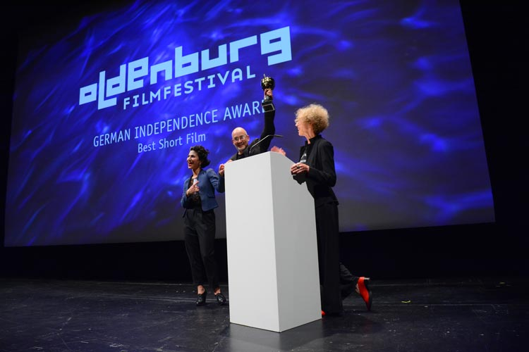 Neda Rahmanian, Torsten Neumann und Dagmar Jacobs bei der Vergabe des German Independence Awards Best Short Film.