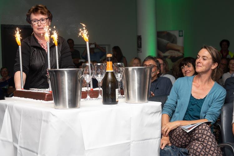 Die Torte zum 25-jährigen Bestehen wurde zur Überraschung des Filmfest-Teams hereingerollt.