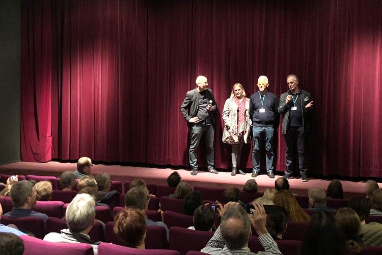 Torsten Neumann, Steven Wolfe, Salomé Breziner und Keith Carradine vor dem Screening von Ray meets Helen im Casablanca Kino Oldenburg.