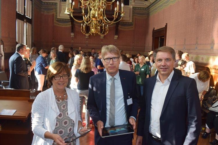 Stellten beim Empfang für die Oldenburger Schulleitungen das IT-Entwicklungskonzept vor: Schuldezernentin Dagmar Sachse, Schulamtsleiter Matthias Welp und Oberbürgermeister Jürgen Krogmann.