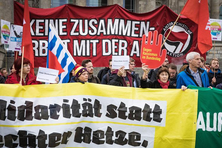 Mehr als 60 Vereine, Initiativen, Kirchen, Gewerkschaften und Parteien rufen zu einer friedlichen Demo gegen den Afd-Landesparteitag in Oldenburg auf.