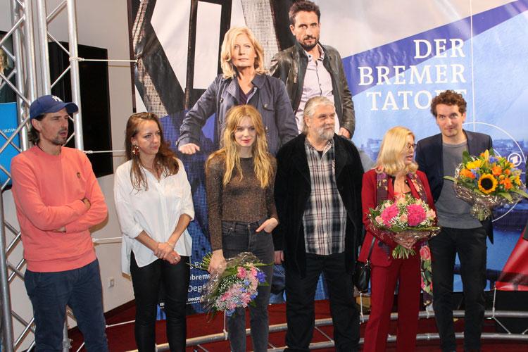 Philip Koch (Regie), Judith Schöll (Producerin), Lilith Stangenberg, Winfried Hammelmann, Sabine PosteI und Henning Hartmann (von links) in Bremen.