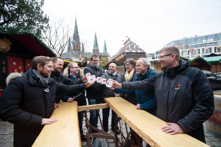 Morgen startet der Lamberti-Markt, darauf freuen sich (von links): Robért Hempen, René Mondorf, Marvin Meyer, Kersten Mittwollen, Michael Hempen, Silke Meyn, Ralph Wilken und Christian Aster.