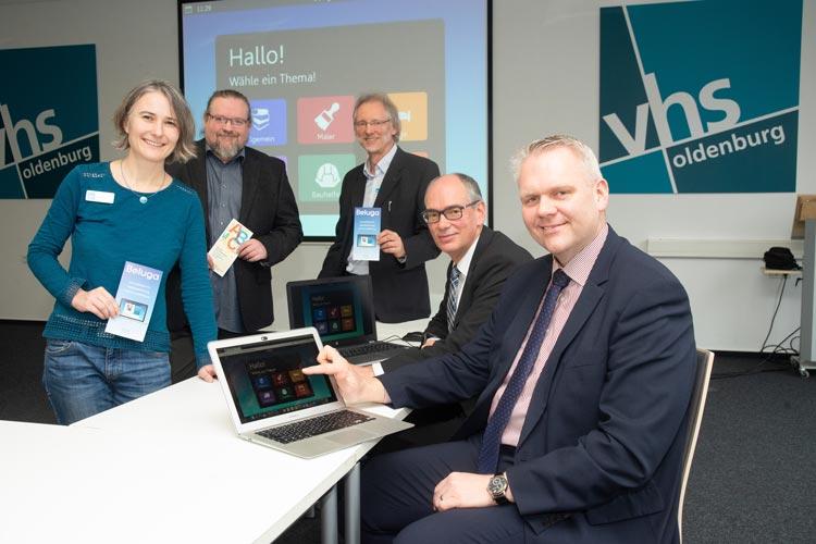 Nadine Engel, Karsten Cornelius, Achim Scholz und Andreas Gögel haben heute Minister Björn Thümler die Weiterentwicklung der Lernsoftware Beluga vorgestellt.