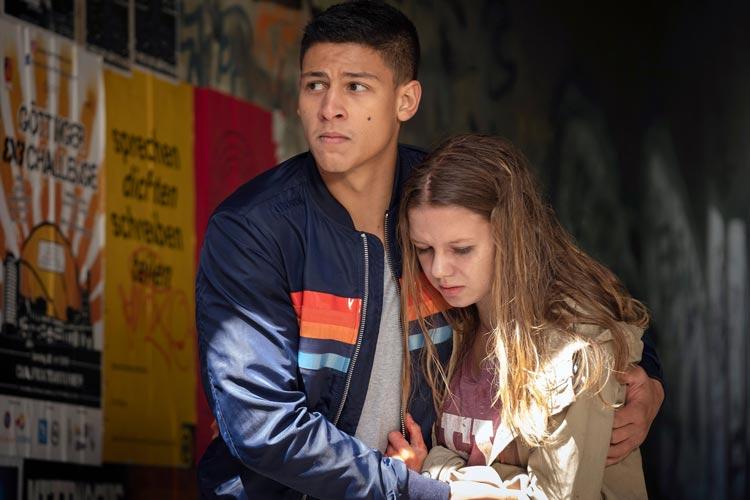"""Emilio Sakraya (Nino) und Lilly Barshy (Julija) im Tatort """"Das verschwundene Kind""""."""
