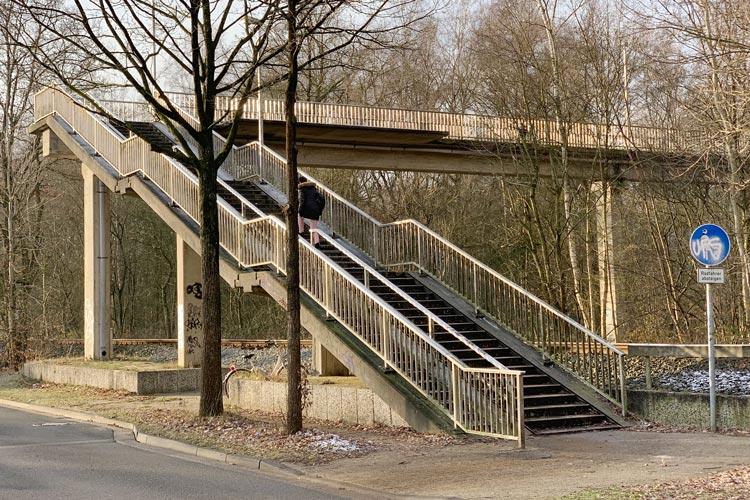 Die Fußgängerbrücke in Krusenbusch soll durch einen Tunnel ersetzt werden