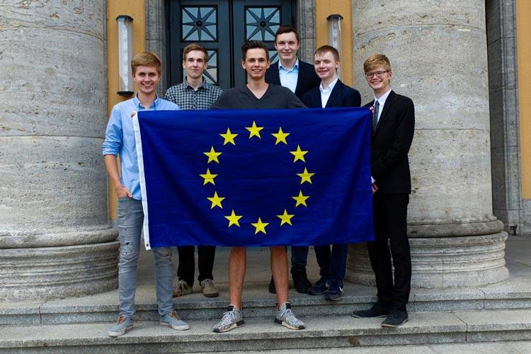 Die Mitglieder des Organisationsteams freuen sich auf eine lebhafte Veranstaltung (von links): Justus Neuendorff, Onno Steggewentz, Patrick Marquardt, Jonas Bitter, Karl Grotheer und Lennart Münstermann.