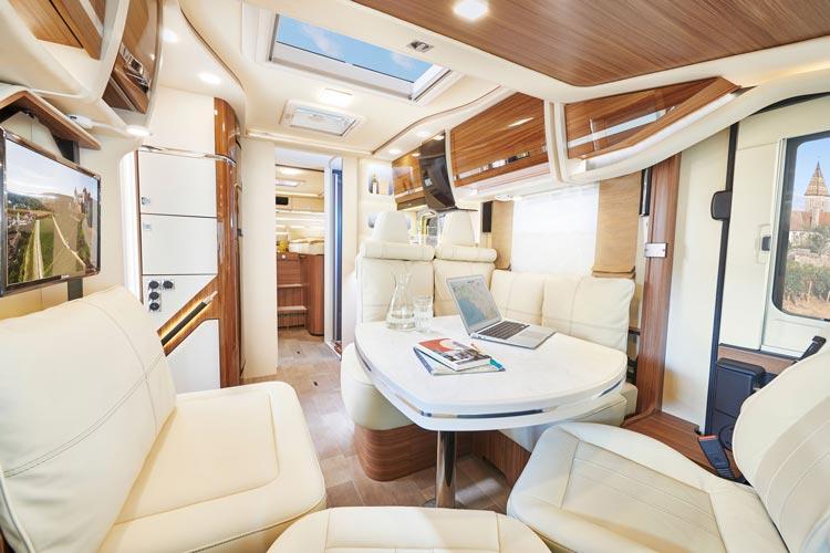 Wohlfühlwohnzimmer, hochwertige Küche und Wellnessbad bieten die neuesten Wohnmobile.