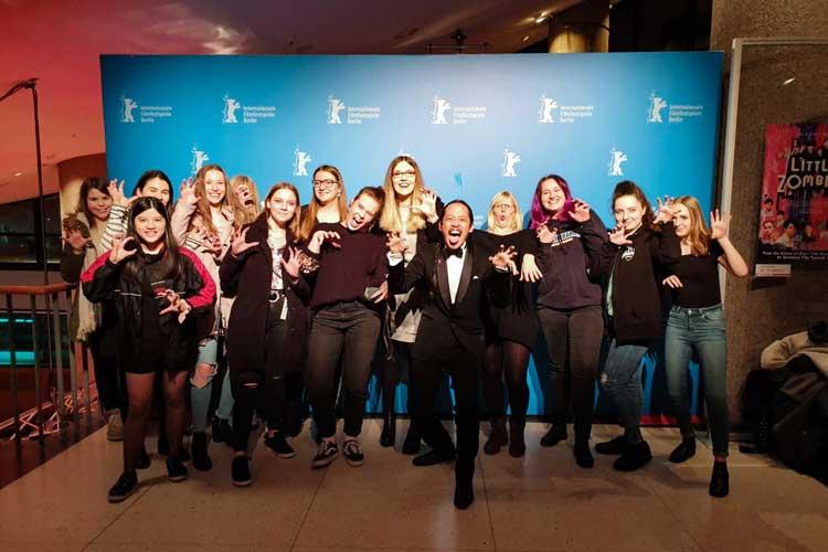 """Als am Freitag auf der 69. Berlinale die Sektion """"Generation 14plus"""" eröffnet wurde, waren zwölf Mädchen aus Oldenburg dabei."""