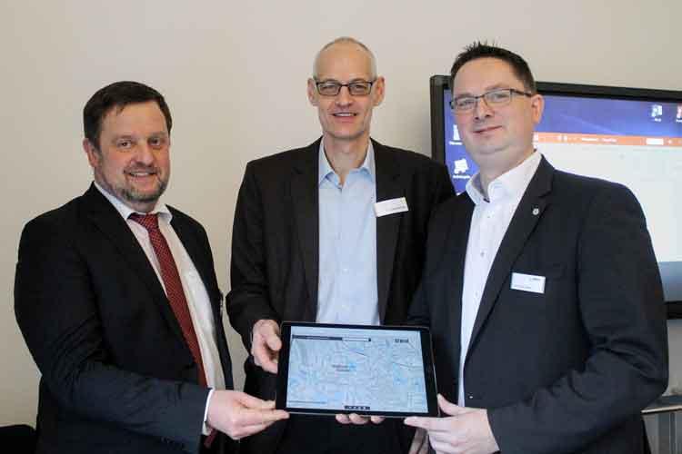 Prof. Thomas Wegener, Prof. Helge Bormann und Dr. Michael Janzen informieren über mögliche Lösungen bei extremen Regenfällen.