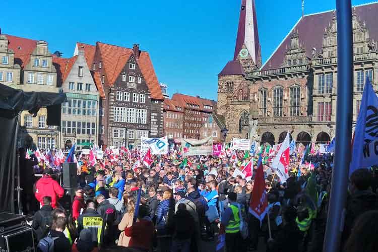 Im Tarifstreit um den öffentlichen Dienst der Länder haben die Gewerkschaften ihre Streiks ausgeweitet. Auch in Bremen gingen Beschäftigte auf die Straße.