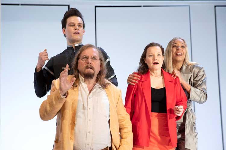 """Johannes Schumacher, Thomas Birklein, Caroline Nagel und Helen Wendt in """"Das Haus auf Monkey Island"""" im Oldenburgischen Staatstheater"""
