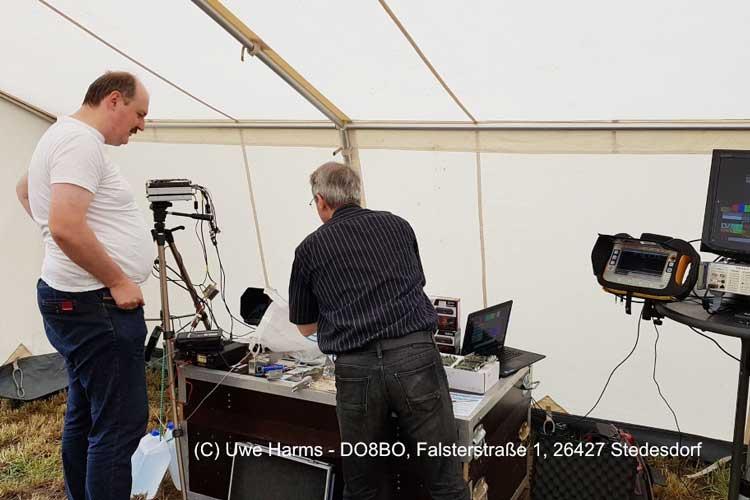 Udo DO6UJ vom Ortsverband Varel I13 bei seiner Vorführung im Bereich ATV (Amateurfunkfernsehen).