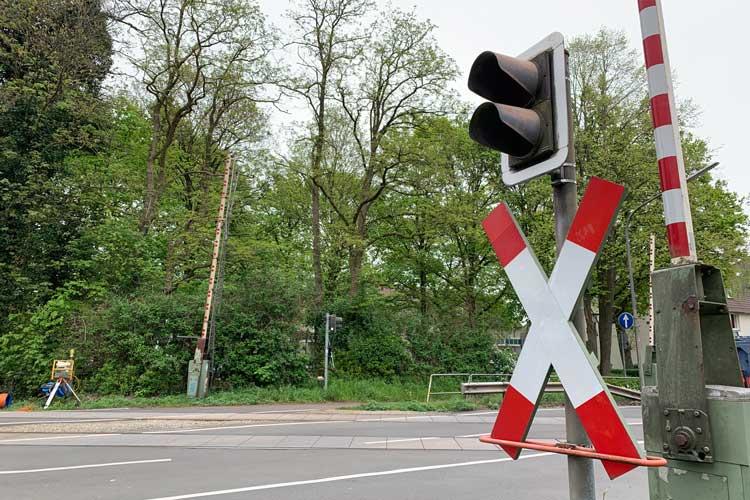 Für die Arbeiten müssen die Bahnübergänge Alexanderstraße (Foto) und Bürgerbuschweg abwechselnd gesperrt werden.