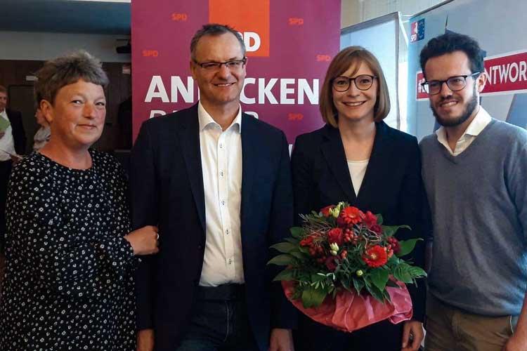 Die SPD-Vorsitzende Nicole Piechotta (3. von links) wurde in ihrem Amt bestätigt. Ihre Stellvertreter (von links): SPD-Landtagsabgeordnete für Oldenburg Nord/West Hanna Naber, Ratsherr Paul Behrens und Juso-Vorsitzender Tom Schröder.