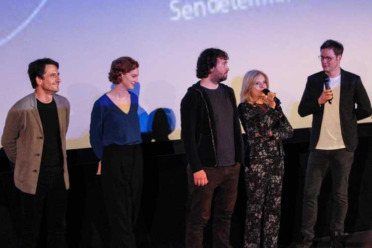 Die Crew stellte sich den Fragen der Gäste (von links): Oliver Mommsen, Luise Wolfram, Florian Baxmayer, Felix Krömer.