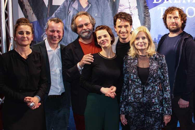 Annette Strelow, Jan Weyrauch, Matthias Brenner, Camilla Renschke, Oliver Mommsen, Sabine Postel und Florian Baxmeyer (von links) nach der Preview.