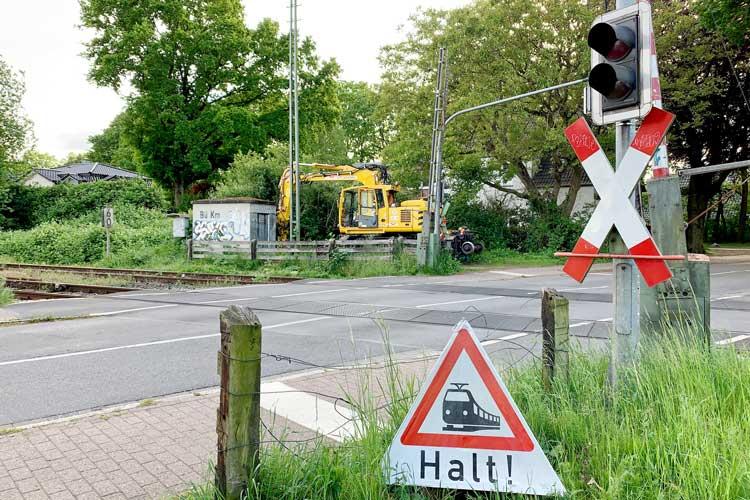 Die Bahnübergänge Am Strehl und Karuschenweg (Foto) werden im Wechsel an jeweils sechs Tagen gesperrt.