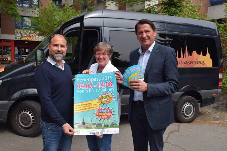 Haben ein umfangreiches Ferienpass-Programm 2019 für Oldenburg vorbereitet: Ingo Krüger, Anne Lohmüller und Frank Lammerding, Leiter des Amtes für Jugend und Familie.