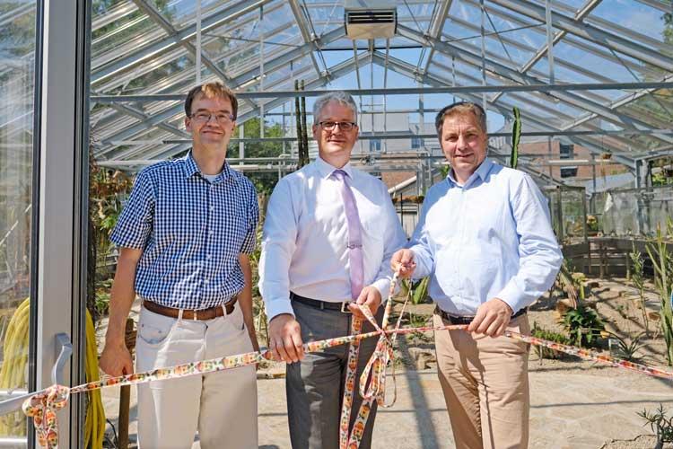 Weihten das neue Subtropenhaus ein (von links): Prof. Dr. Dirk Albach, Direktor des Botanischen Gartens, Vizepräsident Jörg Stahlmann und Oberbürgermeister Jürgen Krogmann.