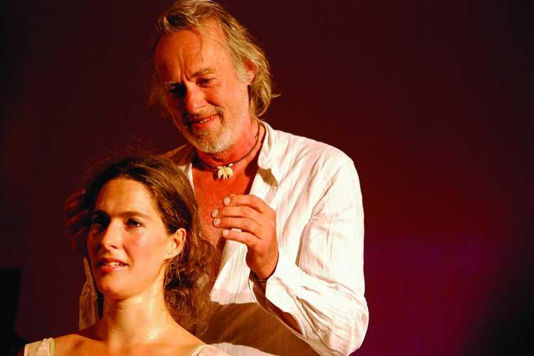 Der Schauspieler Siemen Rühaak und seine Frau Margrit Sartorius eröffnen neben weiteren Künstlern im Oldenburger Schloss die 1. Kulturbörse Nordwest.