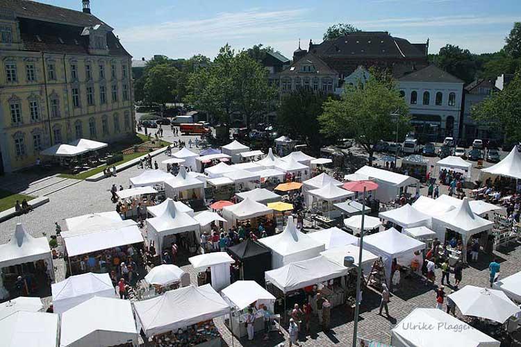 Der Nikolaimarkt ist bei Ausstellern und Besuchern gleichermaßen beliebt.