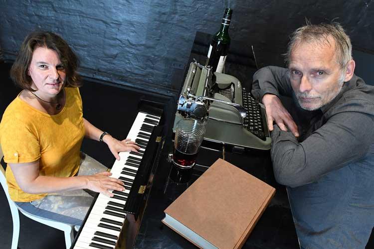 Pianistin Katja von der Heide und Schauspieler Ulf Goerges werden Bukowski-Texte rezitieren.