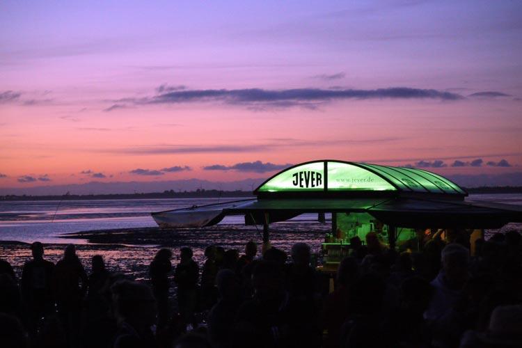 Ein Festival mit Sonnenuntergang im Wattenmeer kann nur das