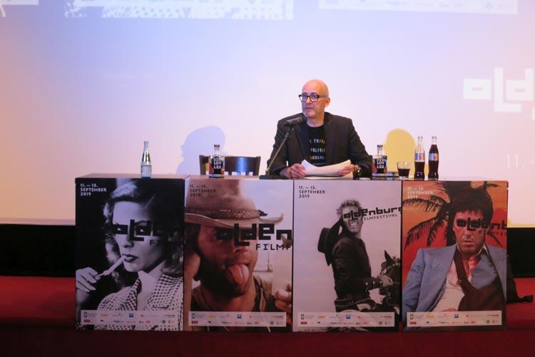 Filmfest-Leiter Torsten Neumann stellte im Casablanca Kino Neuheiten, Namen und Filme für das 26. Internationale Filmfest Oldenburg vor.