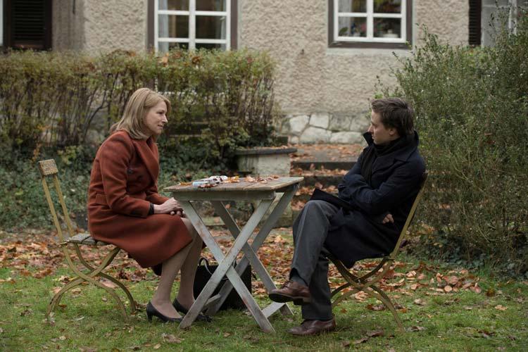 """Corinna Harfouch und Tom Schilling spielen die Hauptrollen in """"Lara"""". Der Film von Jan Ole Gerster eröffnet am 11. September, 19 Uhr, das 26. Internationale Filmfest Oldenburg"""