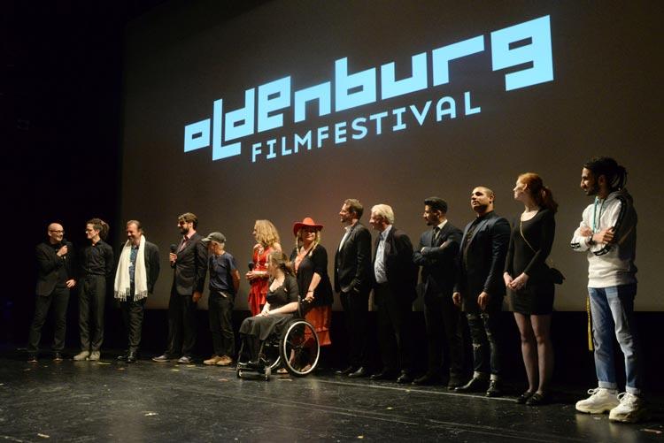 Zur Weltpremiere von Adamstown war ein großer Teils des diversen Casts ins Oldenburgische Staatstheater gekommen.