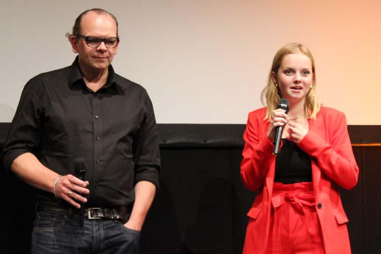 Andreas Schröders und Paula Hartmann bei der Filmvorstellung in Oldenburg.