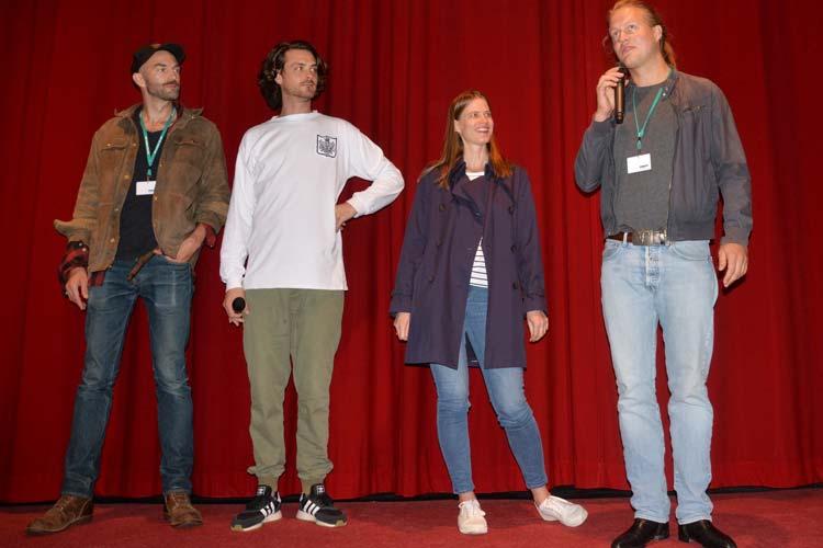 Regisseur Tom Sommerlatte (rechts) stellte im Casablanca Kino mit Willi Böhm (Kamera), Iris Sommerlatte (Produktion) und Sebastian Fräsdorf (Hauptdarsteller) auf sehr unterhaltsamer Art seinen Film