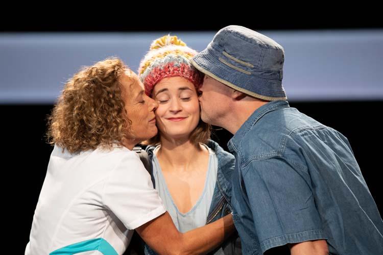 """Vom Publikum zu Recht gefeiert: Das Familiendrama """"Dinge, die ich sicher weiß"""" ist jetzt im Kleinen Haus des Oldenburgischen Staatstheaters zu sehen."""