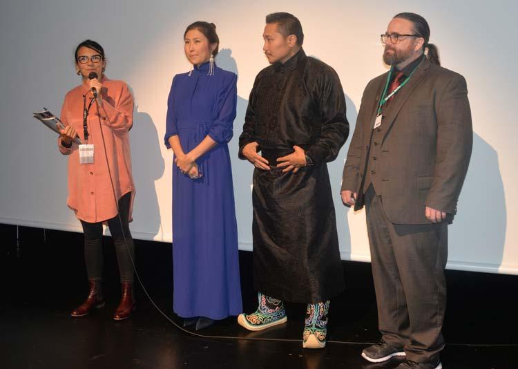 Der mongolesische Regisseur Erdenebilleg Ganbold (Mitte) stellte gemeinsam mit seinem Produktionsteam Alexa Kahn und Trevor Doyle seinen Film