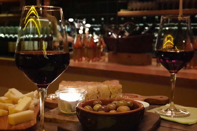 Einer der Veranstaltungsorte ist die Garda Gourmet Weinbar.