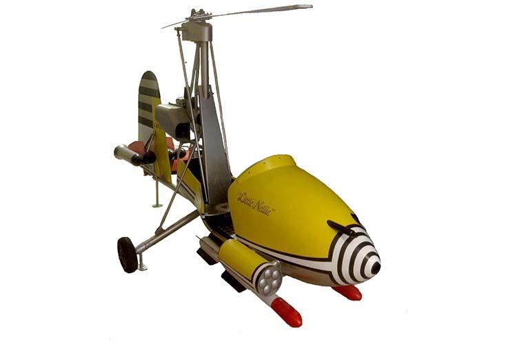 """Lizenz zum Fliegen: Ein Nachbau des Ein-Mann-Hubschraubers """"Little Nellie"""", der im James Bond-Film """"Man lebt nur zweimal"""" zum Einsatz kam, ist Blickfang der Ausstellung."""